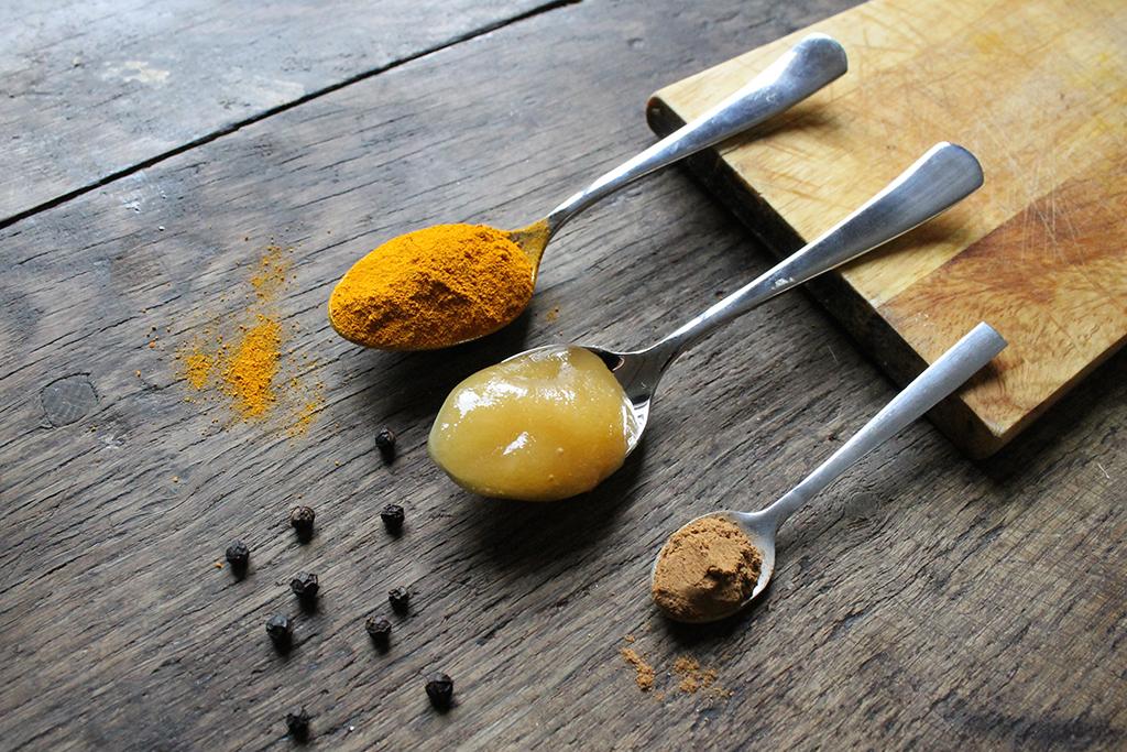 lait-dor-curcuma-cannelle-miel-poivre