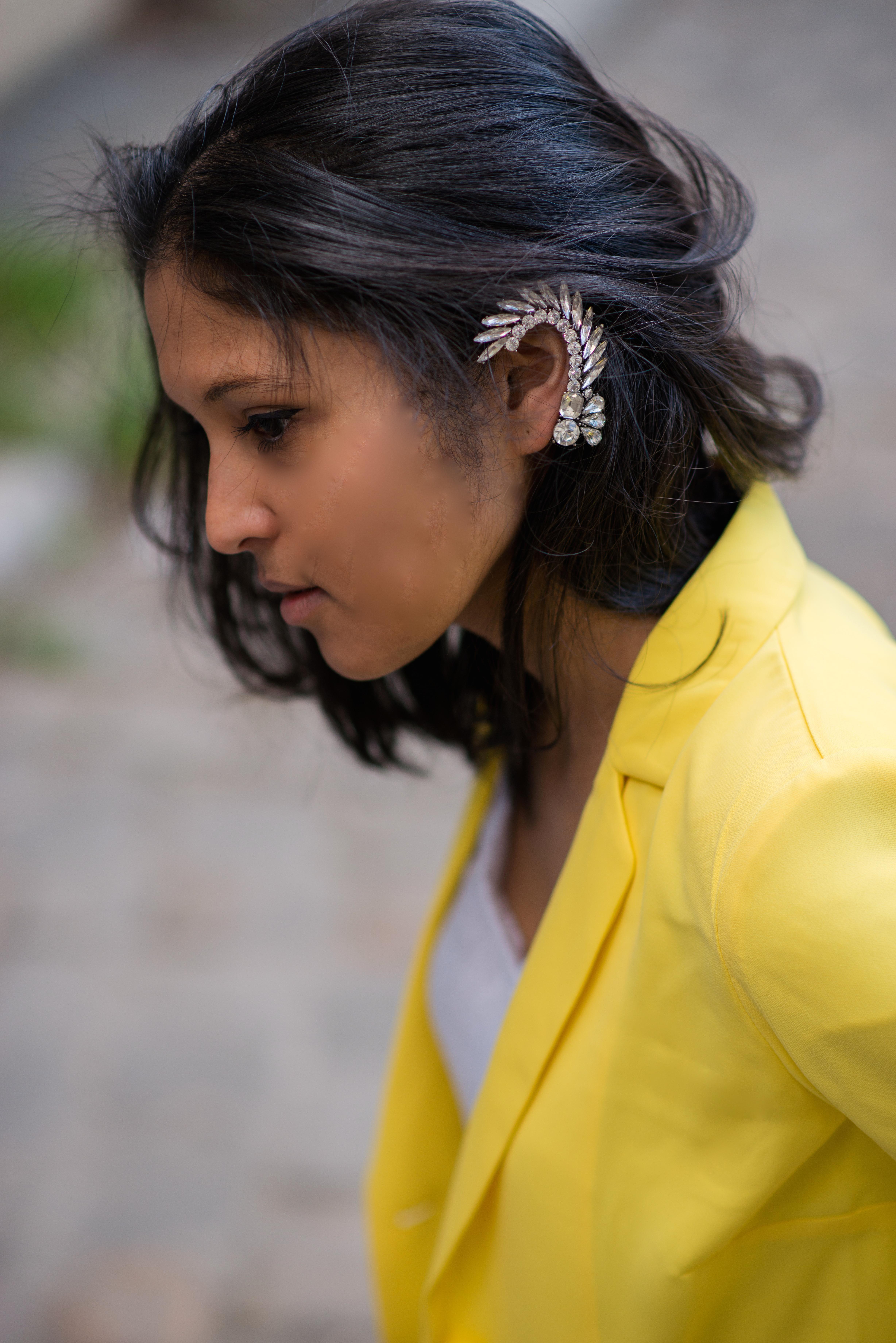 Yellow blazer-look-veste jaune Balsamik-bijou oreille Mango