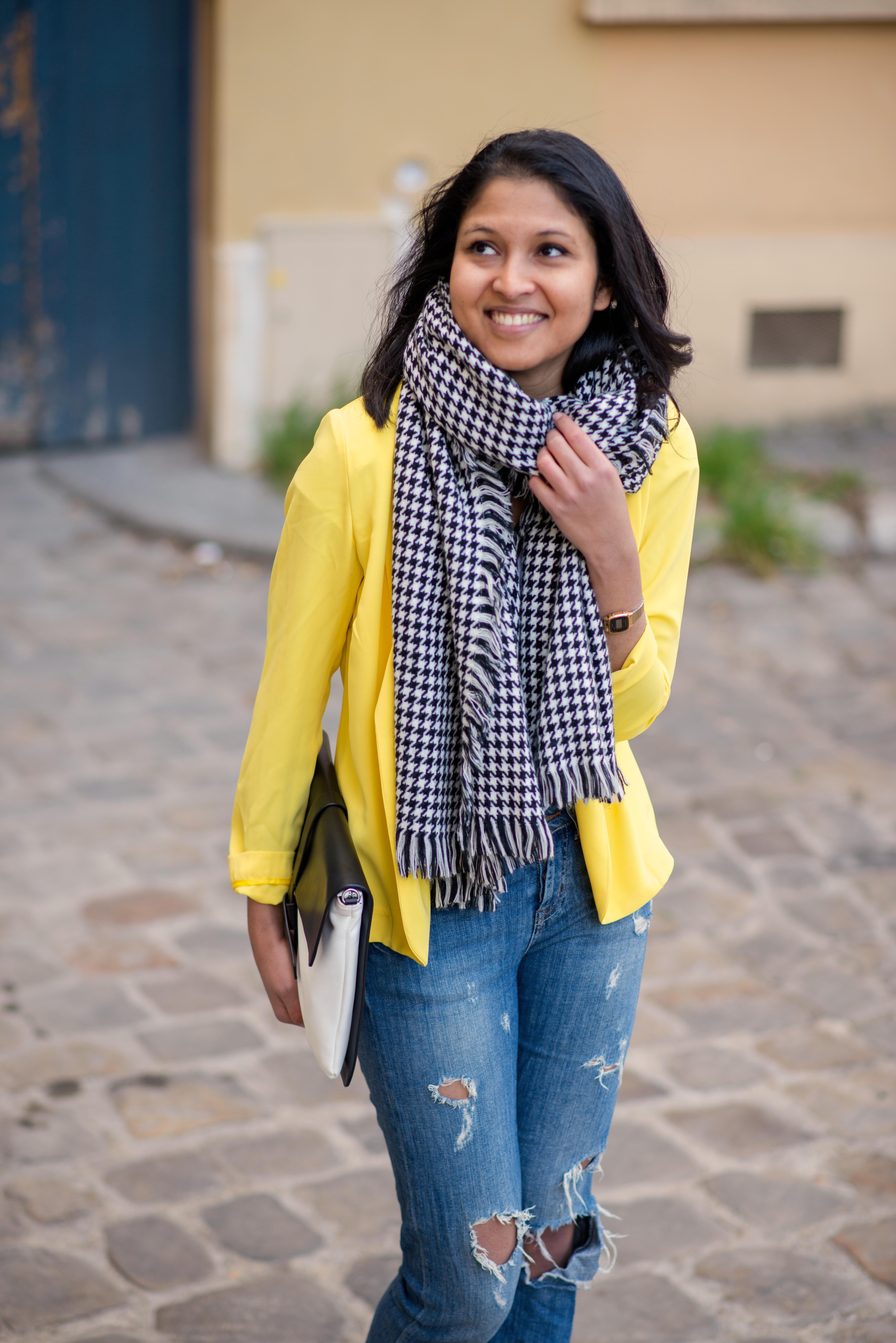 Yellow blazer-look-veste jaune Balsamik-echarpe pied-de-poule-pochette Zara-2