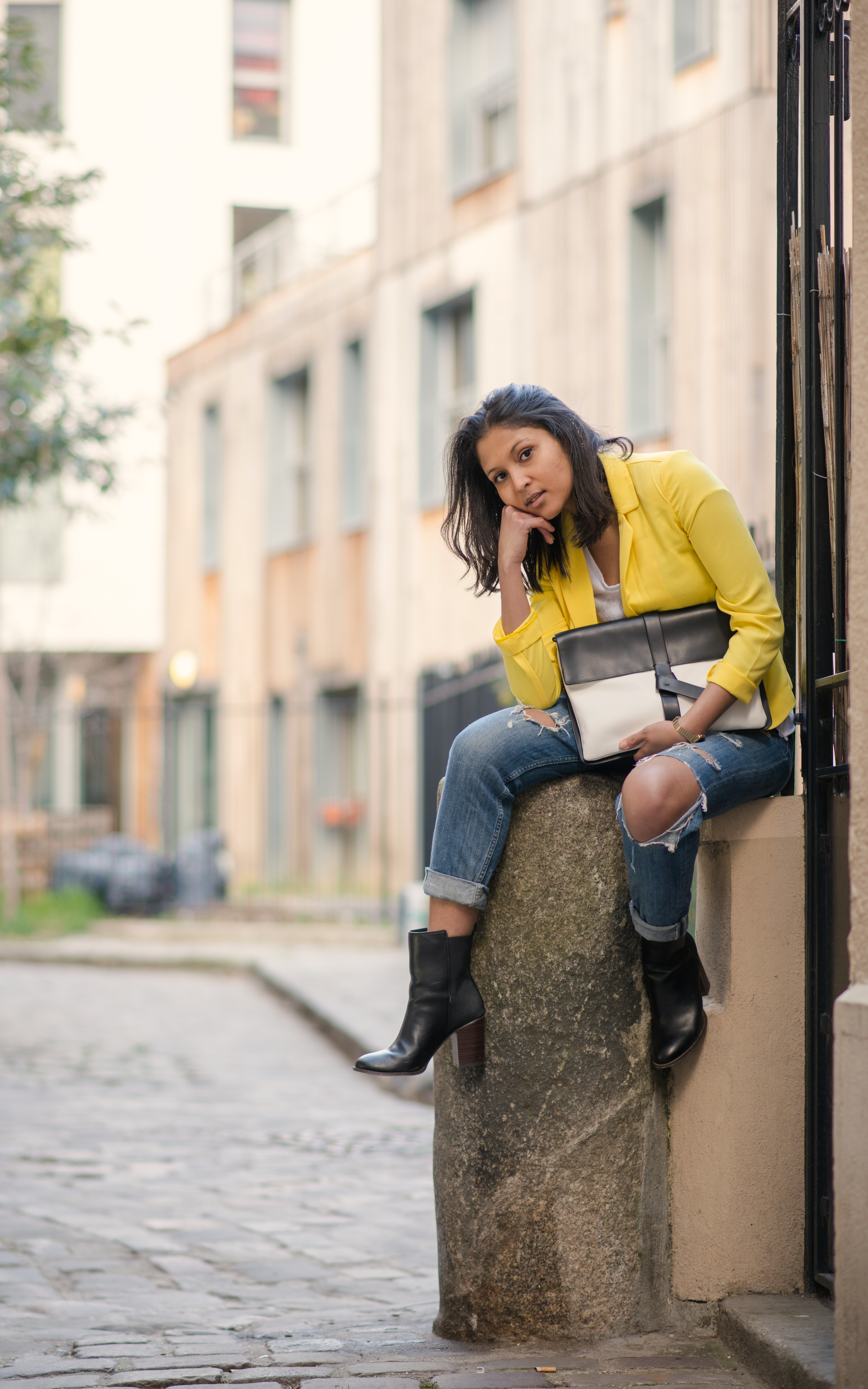 Yellow blazer-look-veste jaune Balsamik-pochette Zara-boots Asos-2