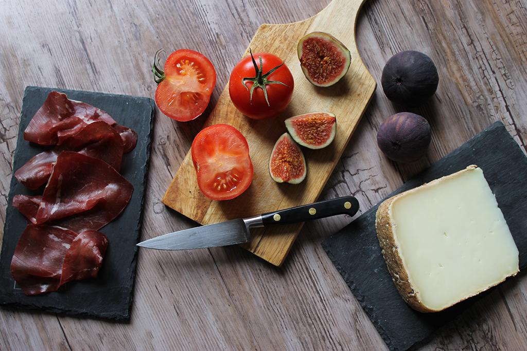 ingredients-tomates-figues-viande-de-grison-ossau-iraty