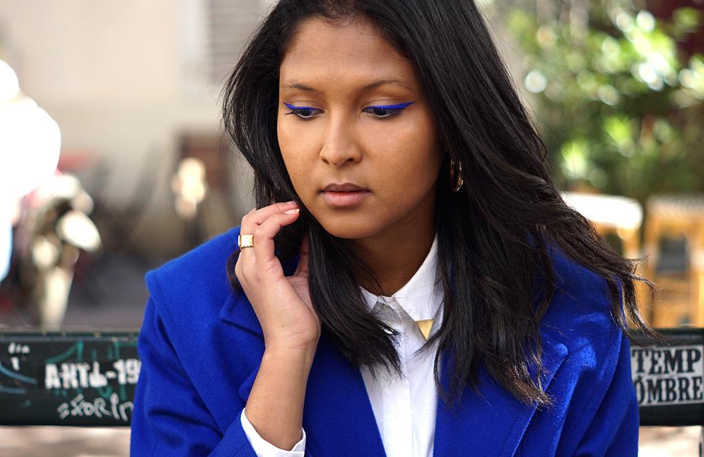 look_preppy_veste_vintage_bleu_electrique_chemise_blanche_mango_1