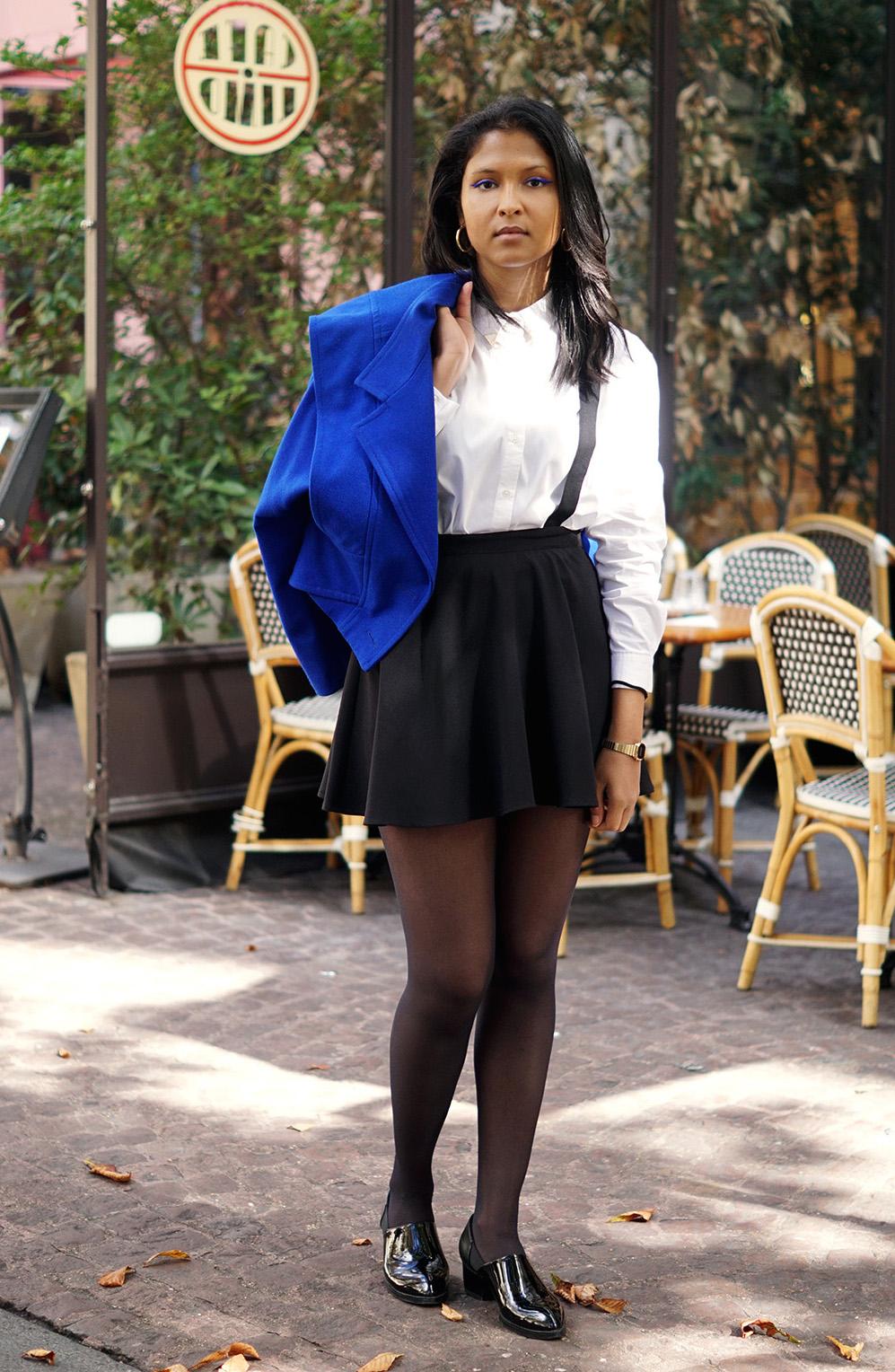 look_preppy_veste_vintage_chemise_blanche_mango_jupe_patineuse_noire_hm_pochette_bicolore_zara_derbies_nelly