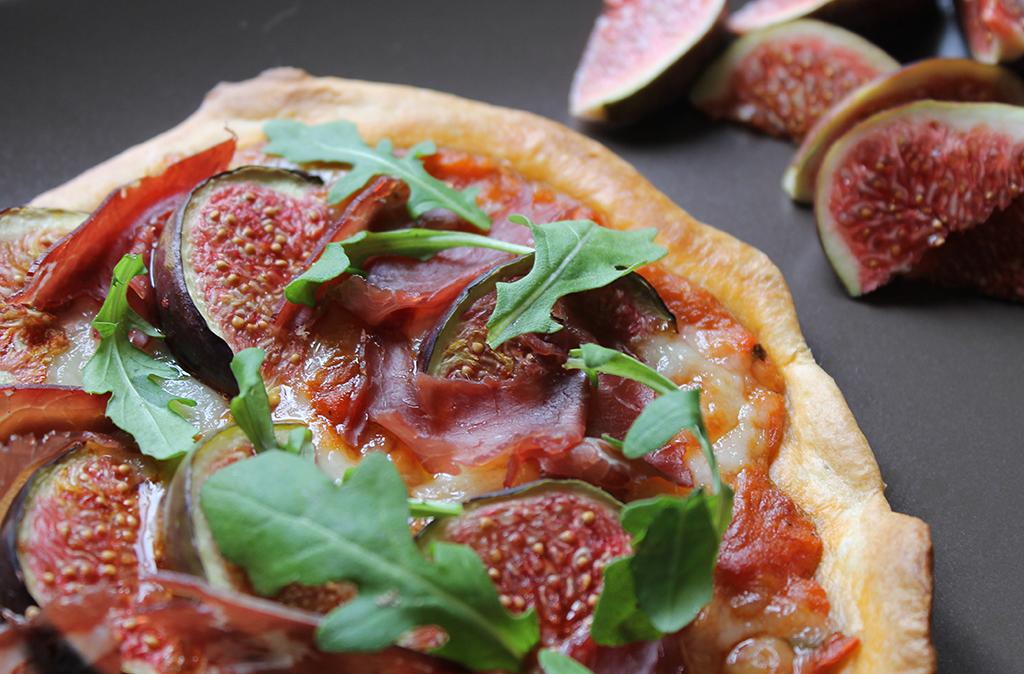 pizza-figue-roquette-ossau-iraty-viande-de-grison