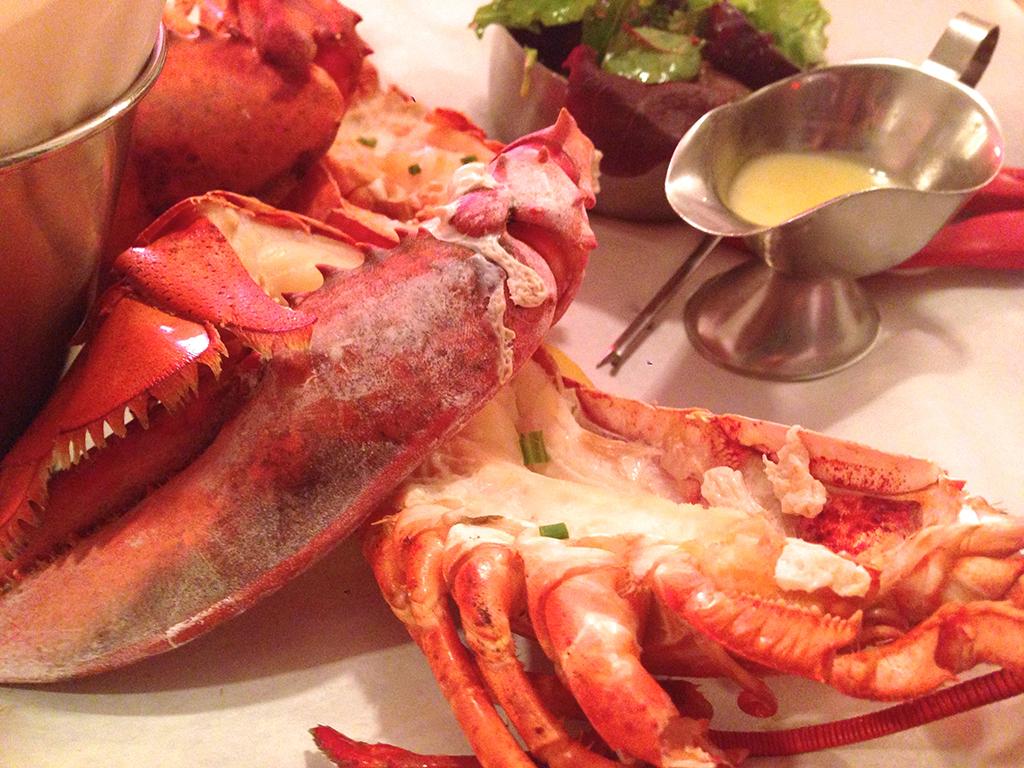 les-pinces-paris-homard-entier
