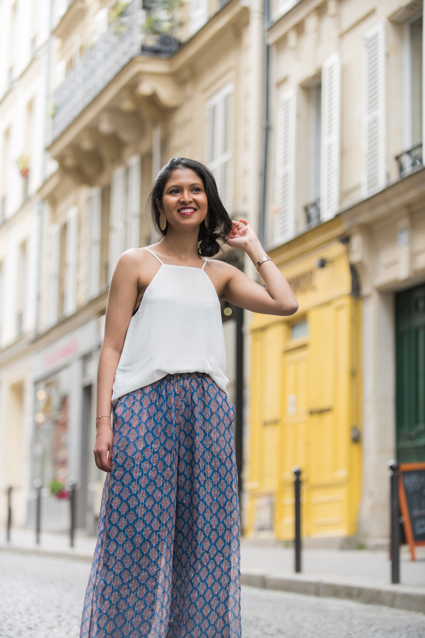 look-mariage-top-blanc-pantalon-imprime