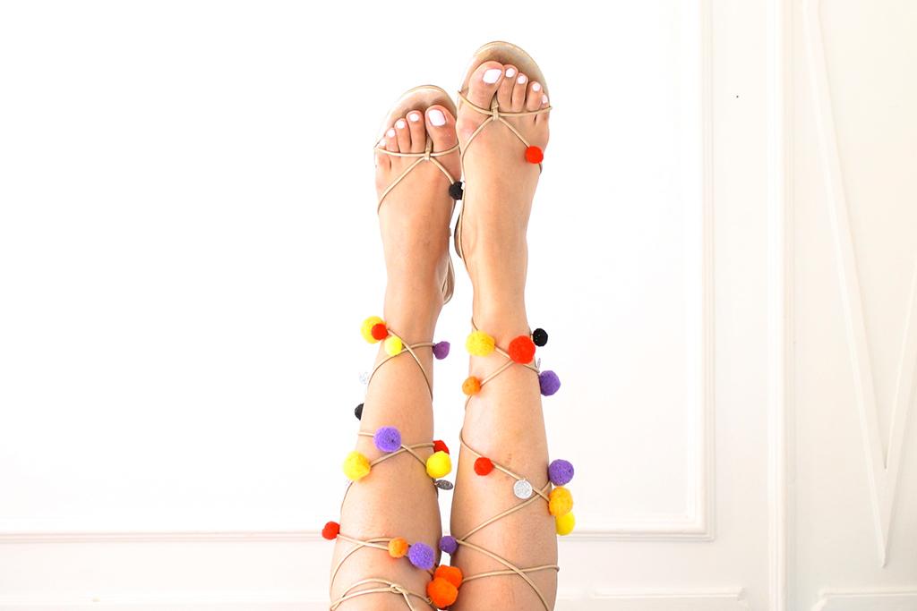 sandales-a-pompons-2