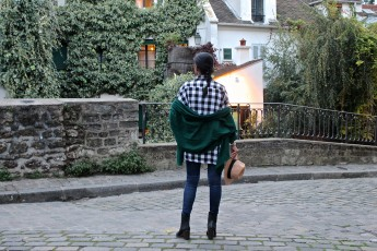 look-chemise-carreaux-chale-jean-bottines-chapeau-1