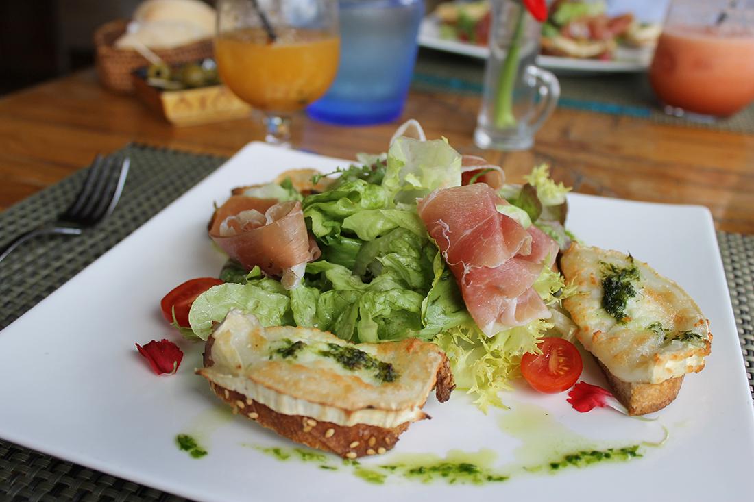 salade-chevre-chaud-jambon-serrano