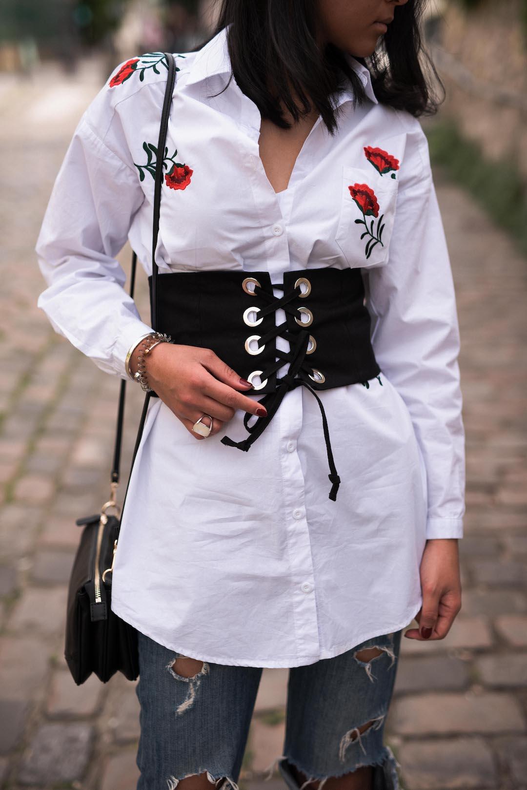 corset-fleurs-brodees