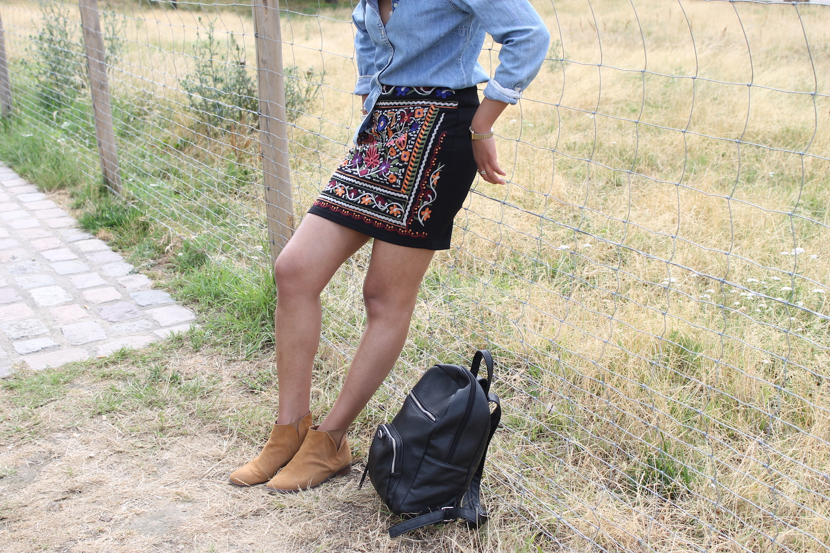 look-festival-chemise-jean-jupe-boots